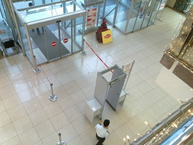 Konya mall with metal detector